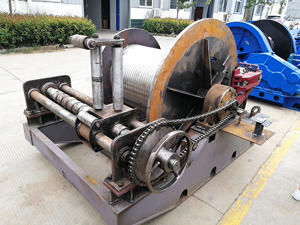 Hydraulic Winch With Rope Guider And Drum Disc Brake